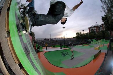 20061204125236-slam-trick-3-01.cardone.jpg